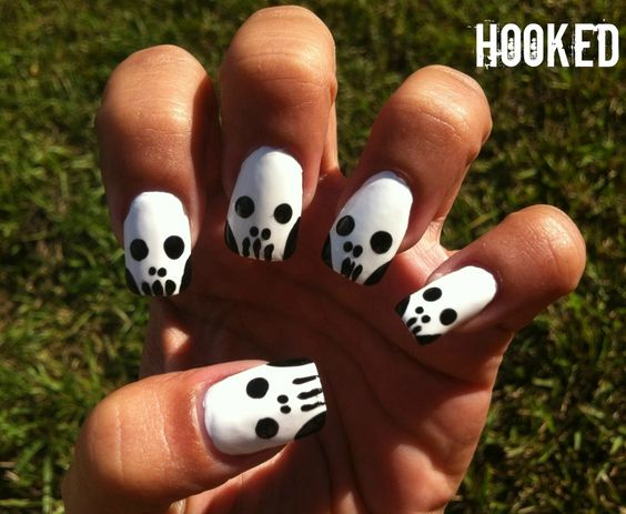 Hooked!: Black & White Badass Nails