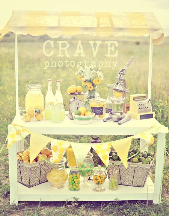 So cute!!! Old fashioned look, would be an adorable stand for the kids!