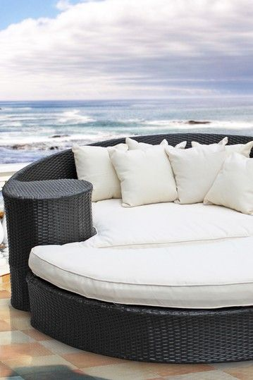 Outdoor daybed...love!