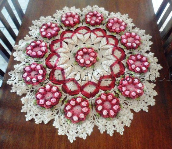 Centro de mesa, também utilizado como tapete, com flores brinco de princesa. <br> <br> <br>Pode ser feito em outras cores. Consulte!