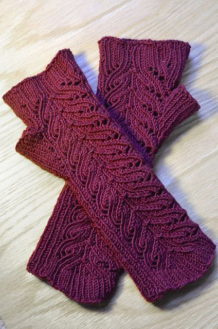 Ravelry: reluctantacademic's Bella Anne .....  pattern at http://www.ravelry.com/patterns/library/annabella-3
