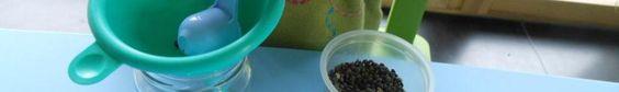 Pédagogie Montessori : transvaser à l'aide d'un entonnoir | Bout de chou en…