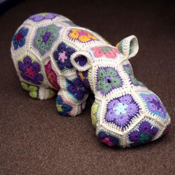 Crochet African Flower Animal Patterns : African Flower Hippo H?kleopskrifter Pinterest ...