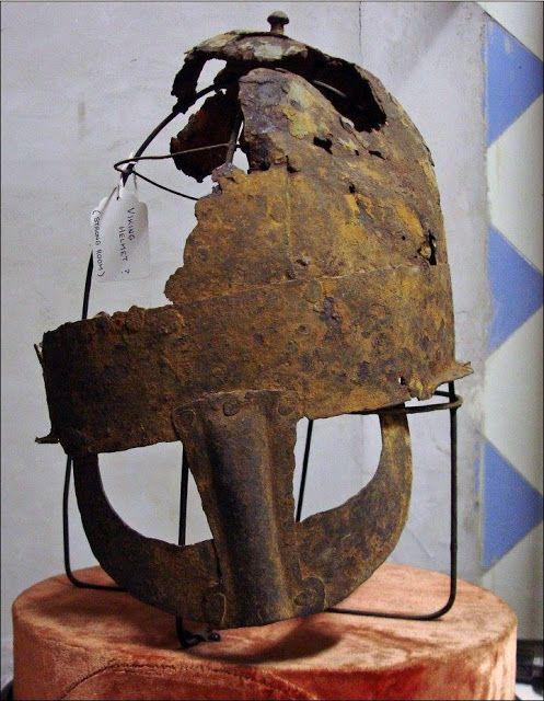 La Hispania De Los Vikingos Casco Vikingo De Stockton En La Localidad Inglesa De Yarm Casco Vikingo Cascadas Vikingos