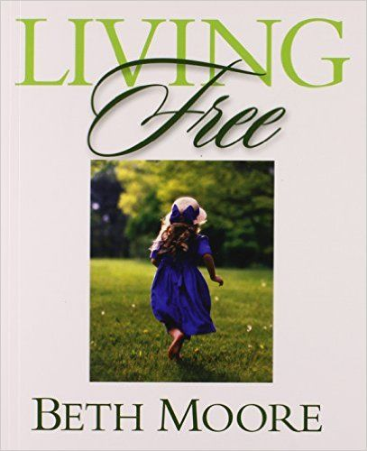 Living Free - Bible Study Book: Learning to Pray God's Word: Beth Moore: 9780633019785: Amazon.com: Books