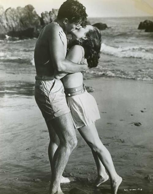 поцелуй на берегу
