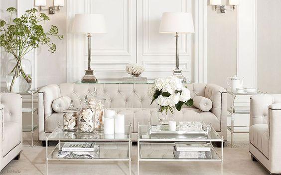 Sala de estar dentro da tendência off white também pode sim! Pode e fica lindo, não? Nós adoramos esse ambiente ;):
