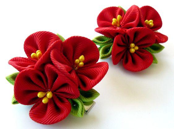 Kanzashi Цветы ткани.  Набор из 2 заколки для волос.  Красные Kanzashi цветы.  Красные девушки зажимов волос.  по JuLVa на Etsy: