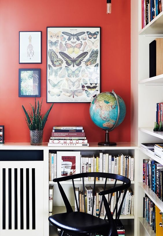 Small bookshelf idea in the living room with colorful books.