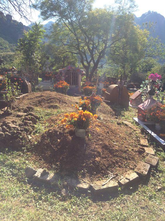 Tumba de panteón de Amatlán Morelos, para día de muertos.