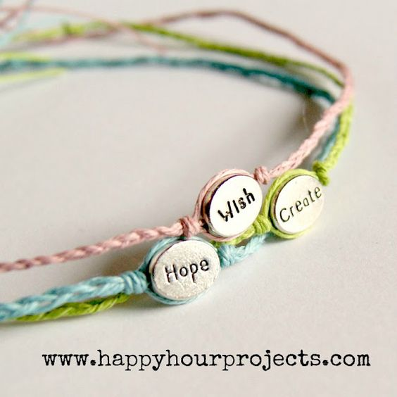 Tutorial for a simple woven bracelet with a single bead.