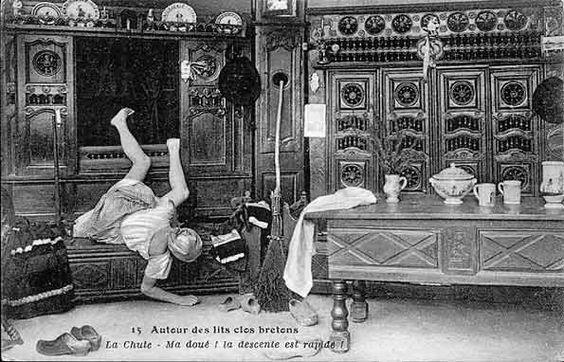 OOPS! Falling out of a box bed-lits clos | Autour des lits clos bretons - La chute - Ma doué ! la descente est ...