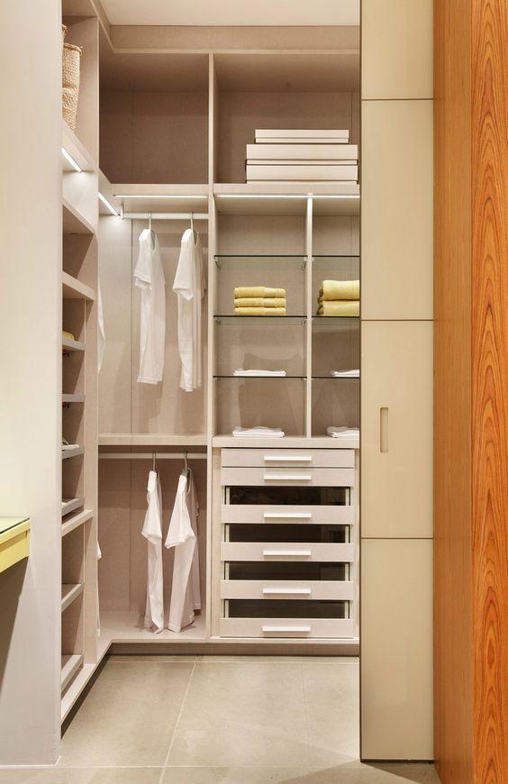 Closet com acabamento tessuto e porta de passagem modelo - Modelos de armarios ...