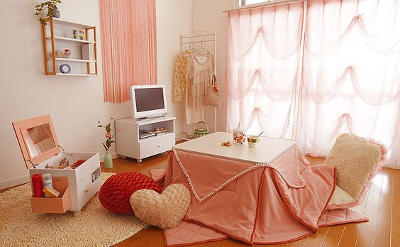 Cute and Girly Japanese apartment decor! Can't wait to move out then I can decorate any way I want (*´╰╯`๓)♬
