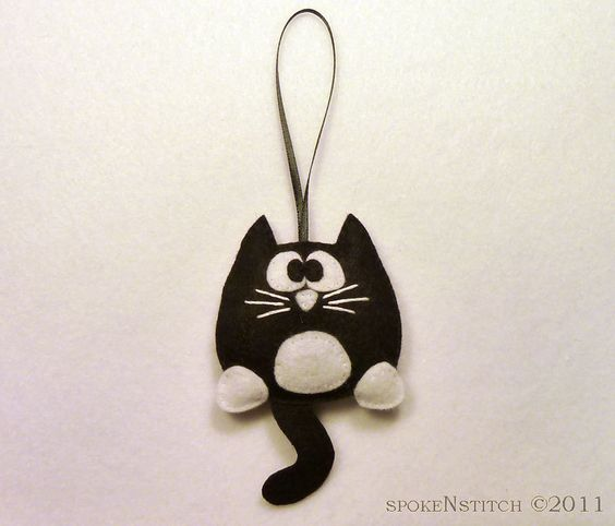 Tuxedo Cat Flelt Christmas Ornament, where can i get one??? oh i am so going to try to make this, or make them into earrings. LOVE