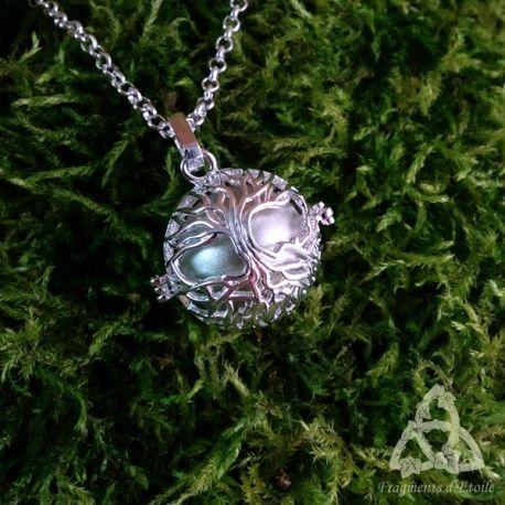 Collier sautoir pendentif elfique bola de grossesse Arbre de Vie plaqué argent clair femme enceinte future maman elfique celtique médiéval clochette ésotérisme magie cadeau noël yule