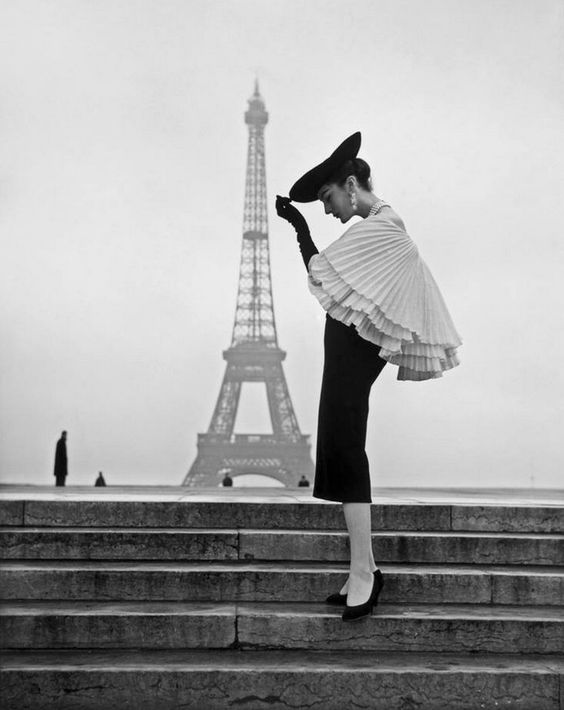 Vintage fashion at the Eiffel Tower #noafitnessstudio also loves photography, fashion & much more...