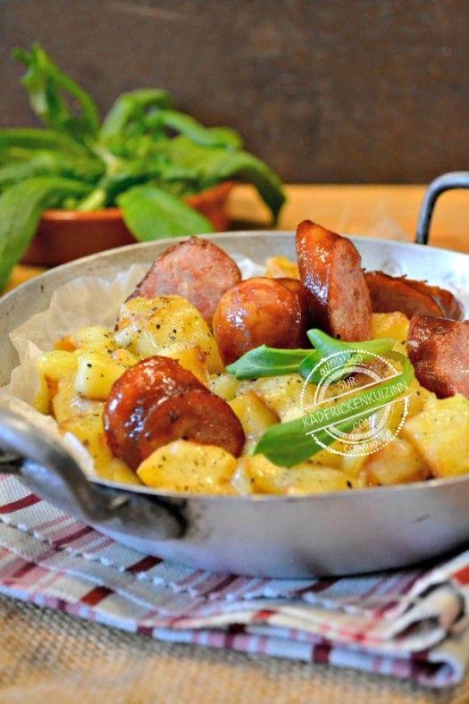 Truffade auvergnate (pommes de terre, tomme fraîche de Cantal, saucisses de Montbéliard)