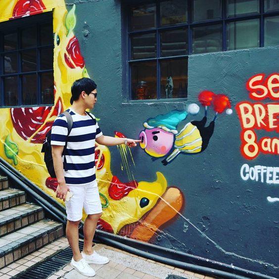Instagram의 김효준님: #홍콩섬#센트럴역#미드레벨에스컬레이터#계단#벽화#안포토샷