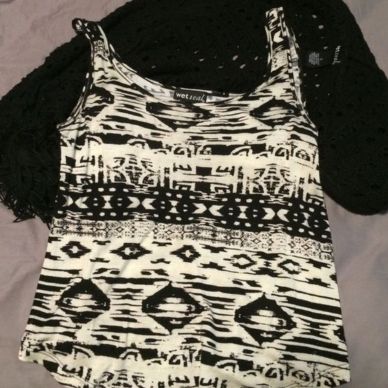 Wet Seal classy tank Previously loved. Super soft material. Size M Wet Seal Tops Blouses