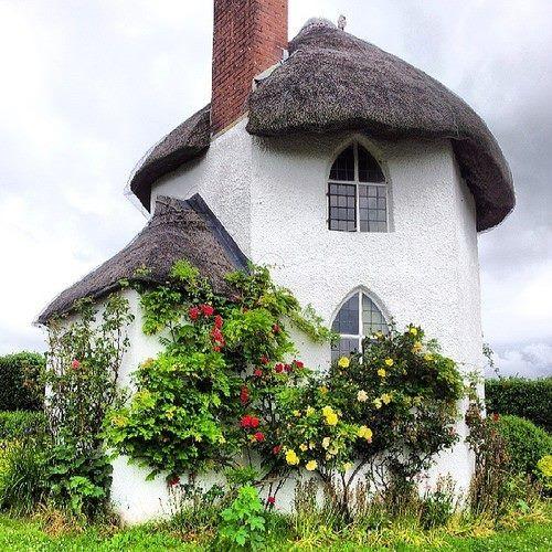 Lehmhaus mit Reetdach                                                                                                                                                      Mehr