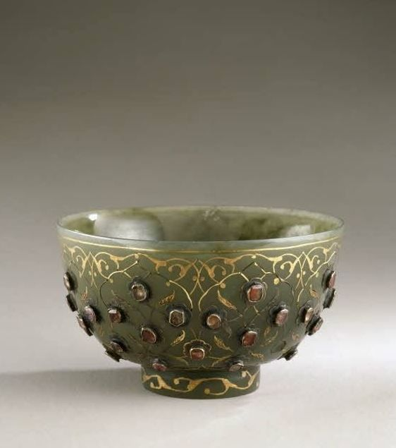 From Louis XIV's collection, a jade bowl, inlaid with gold, and set with precious stones (diamonds?), added: 1684-1701.: