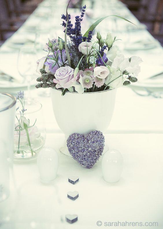 Tischdeko Hochzeit, blau und flieder mit creme -