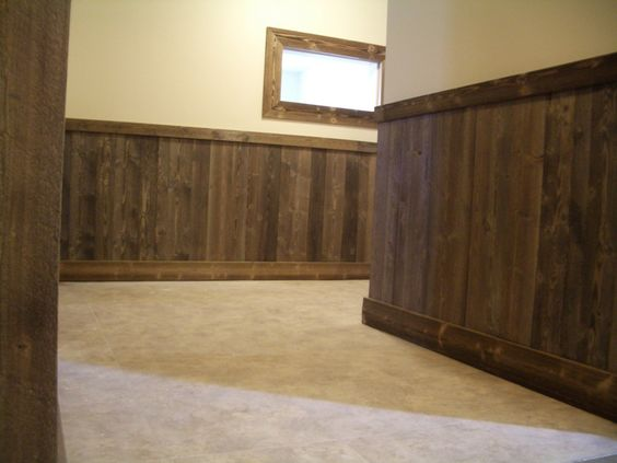 Pallet wainscoting applications garage outdoor for Barn board bathroom ideas