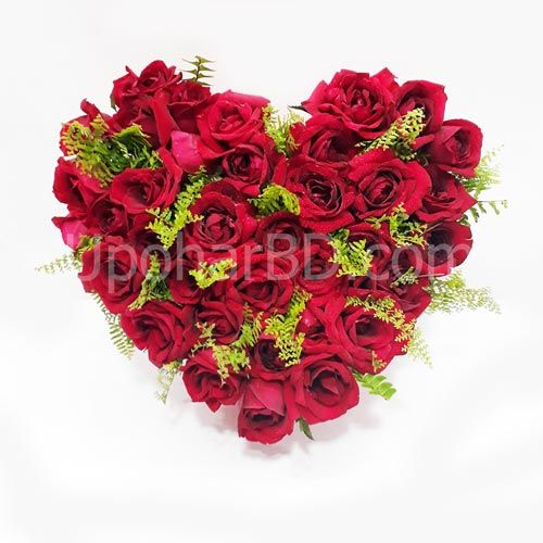 Bed Of Roses This Classic Heart Shaped Arrangement Of 20 To 25 Red Roses Is An Elegant Way To Show Fresh Flower Bouquets Flower Arrangements Florist Delivery