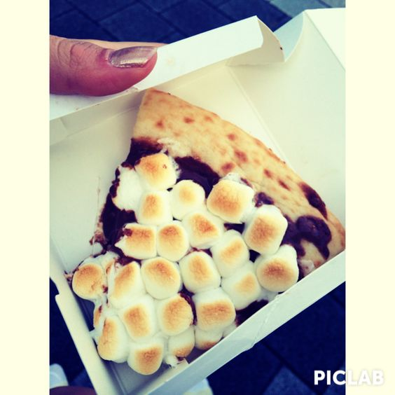 This is chocolate chunk pizza!! In MAX BRENNER CHOCOLATE BER.