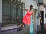 Karla Souza se luce en gimnasia
