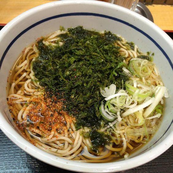 吉そば中目黒店  久しぶりだったけど味が薄くなったかな麺も変わった気がする  #路麺 #tachisoba #立ち食い by hideki_go_go