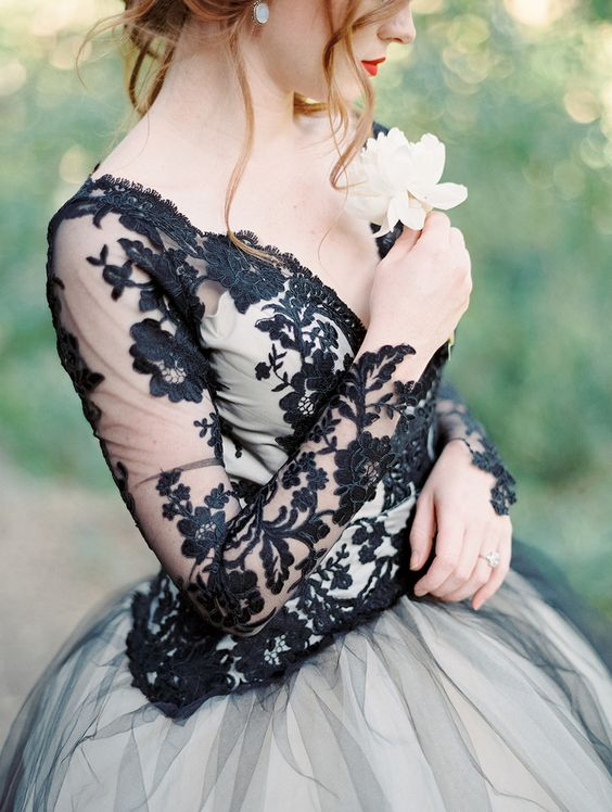 Photography: Luna de Mare  - lunademarephotography.com   Read More on SMP: http://www.stylemepretty.com/2015/10/30/edgy-black-lace-wedding-inspiration/: