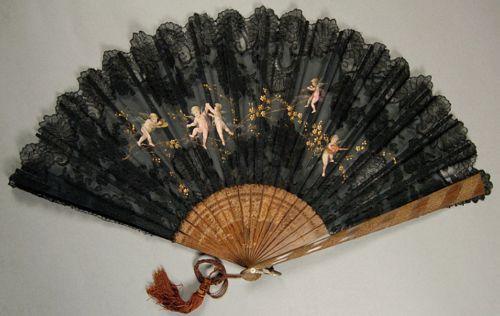 Abanico de encaje francés con querubines, 1885-1895.  Cortesía del Museo Metropolitano de Arte.