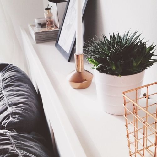 Image via We Heart It https://weheartit.com/entry/145218409/via/13670334 #beautiful #bed #bedroom #copper #details #flower #interior #love #plant #pretty #white