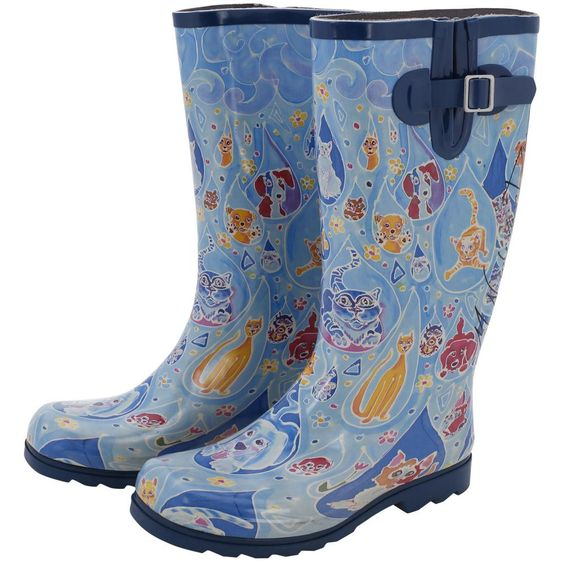 As the rain falls outside, enjoy the droplets filled with dogs and cats on these adorable boots! Featuring traction soles and an adjustable buckle on the side for the perfect fit.