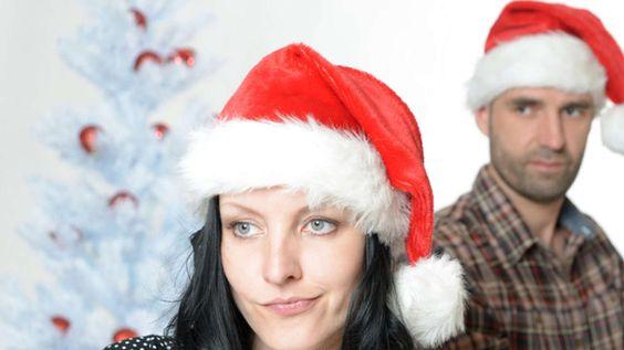STRESS, FALSCHE GESCHENKE UND DIE SCHWIEGERMUTTER So kracht's Weihnachten nicht mit Ihrem Schatz Die acht besten Tipps vom Paar-Coach
