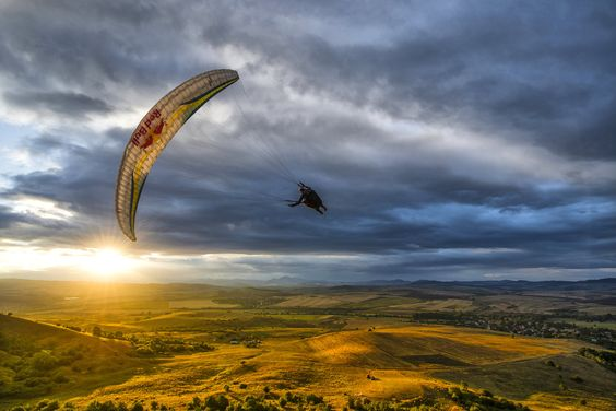 Light flight Rafael Goberna of Brazil takes in the 'golden hour' in Sofia, Bulgaria.  © Predrag Vuckovic/Red Bull Content Pool
