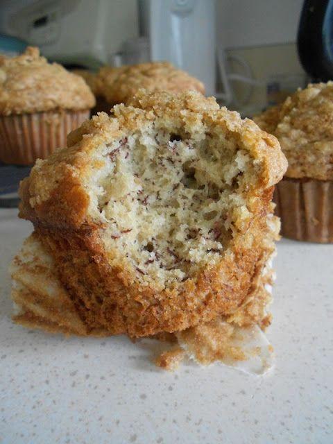 Banana Crumb Muffins - moist banana muffins with a brown ...