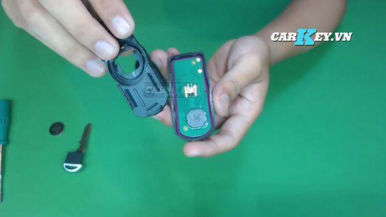 Lắp miếng đệm vào chìa khóa ô tô
