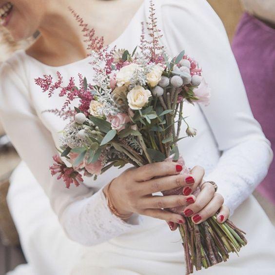 Ideal ramo de flores silvestres, filosofía low cost #innovias https://innovias.wordpress.com/2016/01/25/flores-de-boda-low-cost-ii-flores-silvestres-en-el-ramo-de-novia-by-innovias/