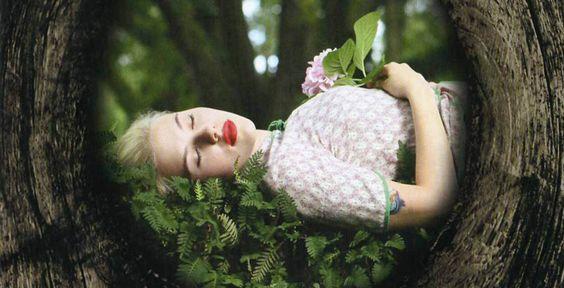 """Scarlett Johansson - """"Anywhere I Lay My..."""" - CD-Tipp - Schauspielerin Scarlett Johansson präsentiert sich auf ihrem Debüt \""""Anywhere I Lay My Head\"""" von einer ruhigen Seite und überrascht mit einer tiefen Stimme."""