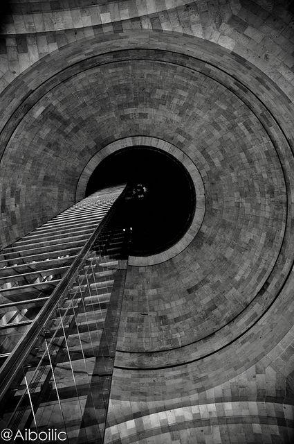 Monumento Revolución by Aiboilic, via Flickr