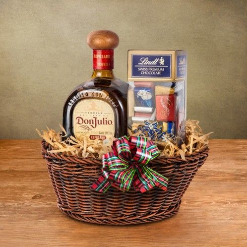 Canasta de chocolates y tequila don julio navidad for Regalos especiales para hombres
