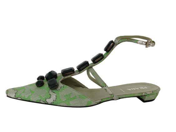 Sofisticados zapatos de la casa Prada, ideales de día o de noche, para fiesta o jornada de trabajo estarás siempre estupenda con ellos.   www.misbolsosdelujo.com