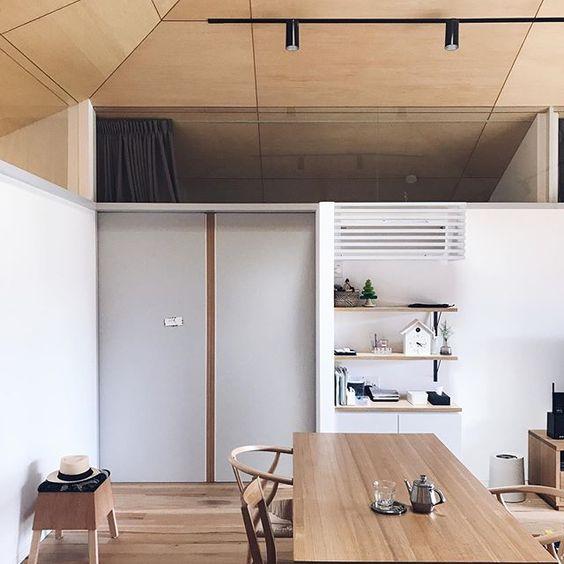 エアコン 東芝 設置例 インテリア コーディネート 棚