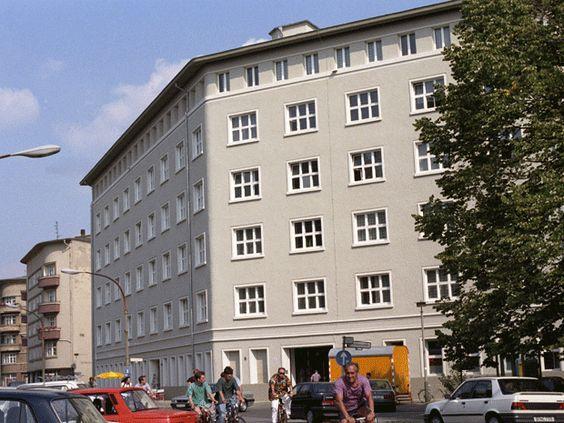 wazzup2!So zeigt sich das Karl-Liebknecht-Haus in jüngster  Zeit. Es beherbergt die Zentrale der Partei Die Linke (am Rosa-Luxemburg-Platz)