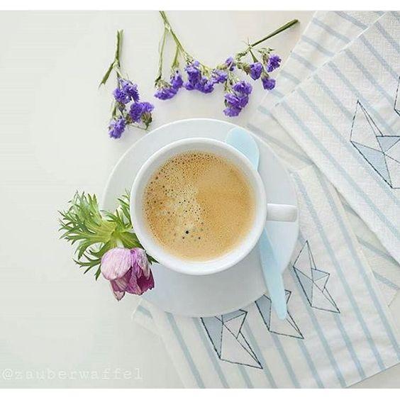 Hallo zusammen  wünsche euch allen einen sonnigen Tag . Vielen Danke @zauberwaffel das du das Bild auf #mykaffee gepostet hast  #Danke #Kaffee #lecker #Blume by mykaffee