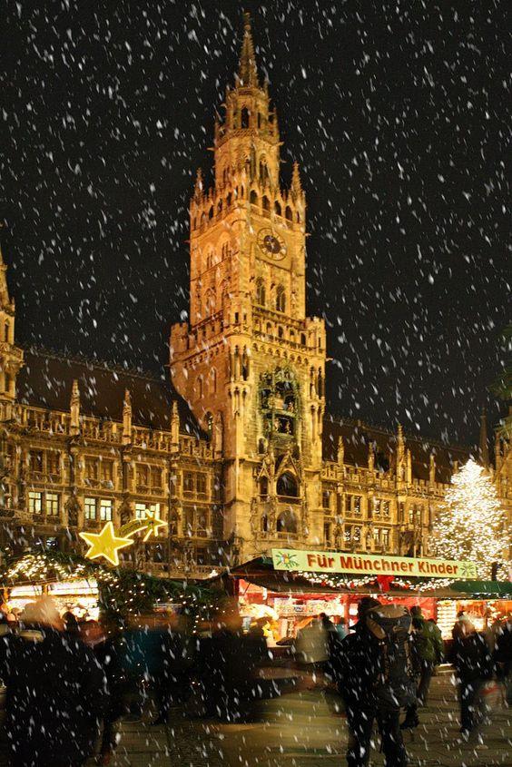 Fun place to visit during holiday season.  Münchner Christkindlmarkt am Marienplatz #Munich #Bavaria #Bayern