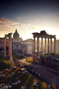 Roma Antiga: Pontos Turísticos Os romanos elaboraram um complexo conto mitológico sobre a origem da cidade. Roma foi fundada, de acordo com a tradição clássica, no ano 753 aC , no rio Tibre - veja em: http://www.viagembem.net.br/roma-antiga/#more-1321